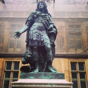 Statue of Louis XIV in front of Musée Carnivalet. #hewokelikedis